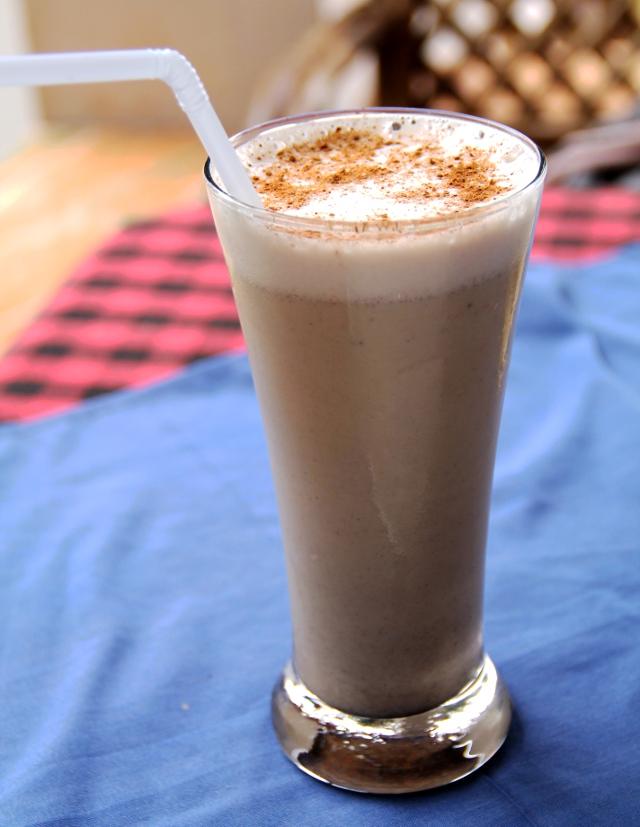 Myös siten Fatiman ravintolasta huomasi länsimaisten joogaoppilaiden toiveiden täyttämisen, että sai mm. suklaapirtelöä kookos- tai soijamaidolla.
