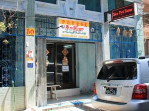 Yangonin vegaanisin ravintola.