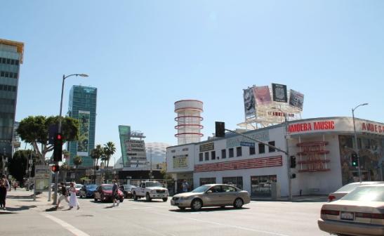 Amoeaba -musiikkikauppa Sunset Boulevardilla. Tuon ohi kuljimme usein mennessämme viereiseen Veggie Grill- ravintolaan ja kauppaan Wallgreensille.