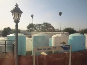 Juna seisoi Guadalupen asemalla noin tunnin. Lopulta ihmiset saivat lähteä ulos jaloittelemaan. Kun juna lähti liikkeelle, meinasin pari ihmistä jäädä laiturille. Juna jarrutti sitten.
