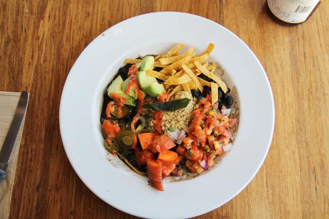 Veggie Grillin Sonoran Winter Bowl oli just mieleiseni ruokalautanen. Jopa yksinkertaisesti grillatut porkkanat olivat loistavia.