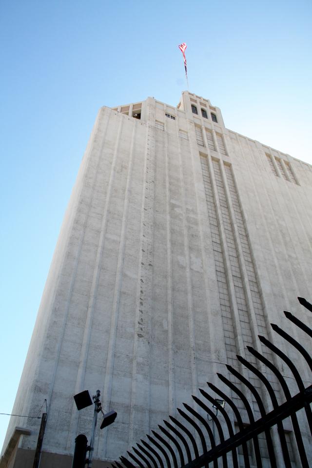 Korkeat rakennukset ovat Hollywoodissa harvassa, mutta tässä Iron Mountain rakennuksessa toimii arkisto.