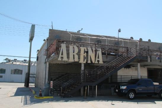 Ehkäpä Hollywoodissa vain on ollut kauheasti varastorakennuksia ja ne on sitten muutettu eri käyttöön, kuten tämä klubi tässä.
