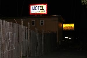 Onneksi motelliin ei ollut pitkä matka yöllä.