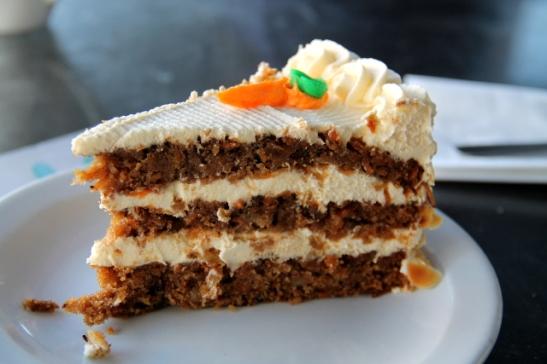 Doomie´sin porkkanakakkupala oli Ameriiiikan kokoinen, mutta kuorrute ja täyte ei ikävä kyllä ollut hyvää.