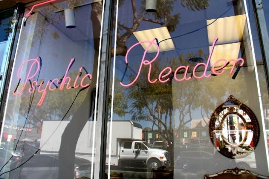 Höpönlöpö tuntuu olevan verrattain suosittua Kaliforniassa. Muualla Yhdysvalloissa tyydytään kai vain kiihkokristinuskoon.