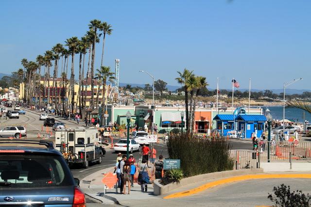 Santa Cruzin rannalla on huvipuisto.