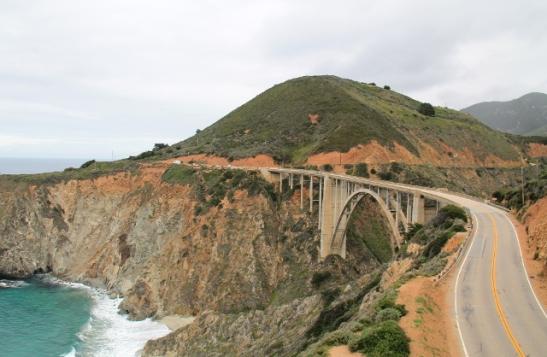 Tämä taitaa olla paljon kuvattu silta Big Surin rannoilla, aina jossain kun aluetta esitellään.