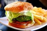 Vegan Housen burgeri. Amerikassa kun ollaan, niin haluan syödä sikäläisiä ruokia.