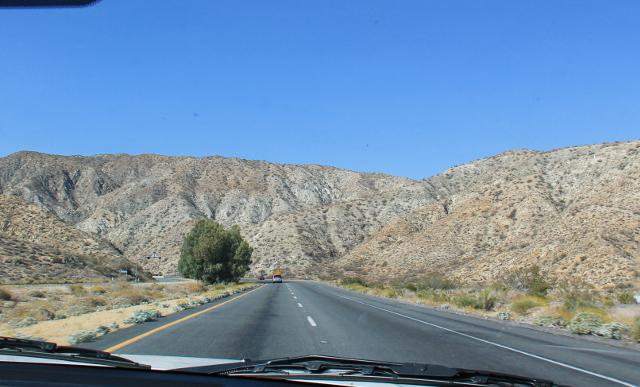 Tiellä numero 62 alkoi autiomaamaisemat kun poistuimme Palm Springsiin johtavalta tieltä.