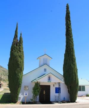 Ja kylässä on aina kirkko.