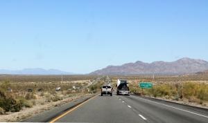 Tällaista pitkää suoraa oli jo Kalifornian puolella ennen Blytheä.