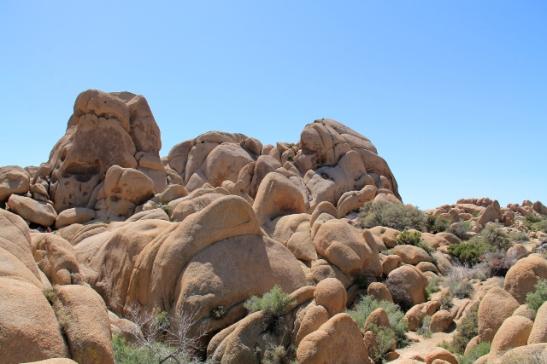pyöreitä kiviä