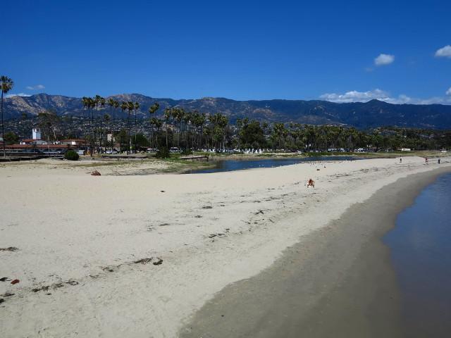 Tämmöisiltä näkymiltä jäin paitsi kun vietin aikani flunssaa potien motellihuoneessa Santa Barbarassa.