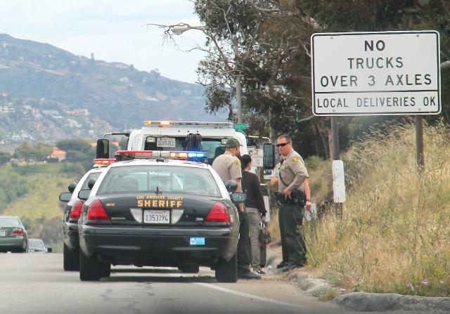 Seriffien tehtävät vaihtelevat osavaltioittain ja piirikunnittain. Malibussa on näköjään jotain liikennepoliisihommiakin.
