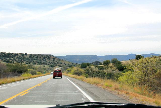 Näkymää 179-tieltä Sedonasta kohti Montezuma Castlea.