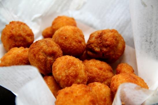 """Kun tilasin pikaruokalan """"Fried mushroomsit"""" en ajatellut niiden olevan tällä tavalla leivitettyjä."""
