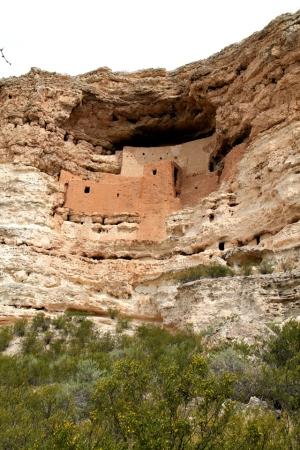 Montezuma Castle on Amerikan alkuperäisasukkaiden kallioasumus noin 600 vuoden takaa.