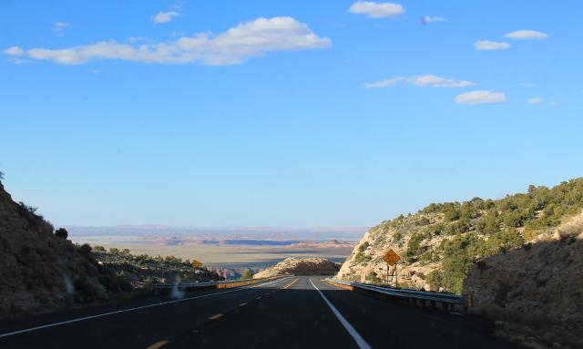 Tiemaisemaa Grand Canyonin jälkeen.