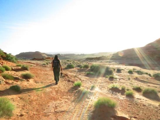 kävelyä aavikolla