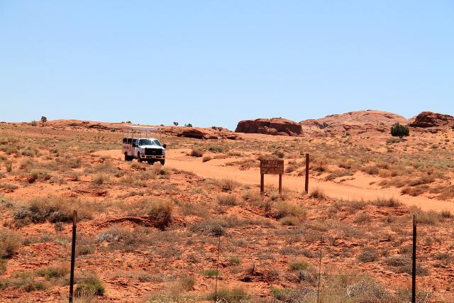 Turisteille kaupataan aavikkoajeluita navajomailla.