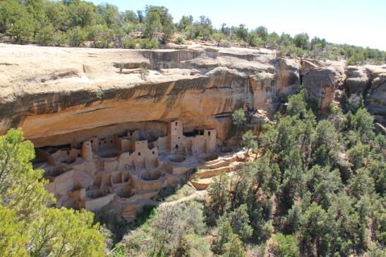 Cliff Palacen näkee kuitenkin ylhäältä käsin ja minun puolestani kaikkiin näihin ei tarvitsi päästä sisälle. Nämä asumukset ovat toki reippaasti restauroituja, mutta kai ne silti kuluvat vierailijoiden myötä.