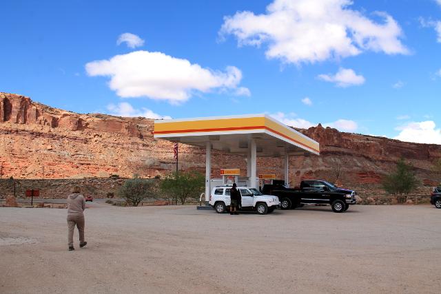 Bensa-asema lähellä Canyonlandsin risteystä Moabista pohjoiseen. Oli tärkeää tankata ennen kansallispuiston tielle lähtemistä.