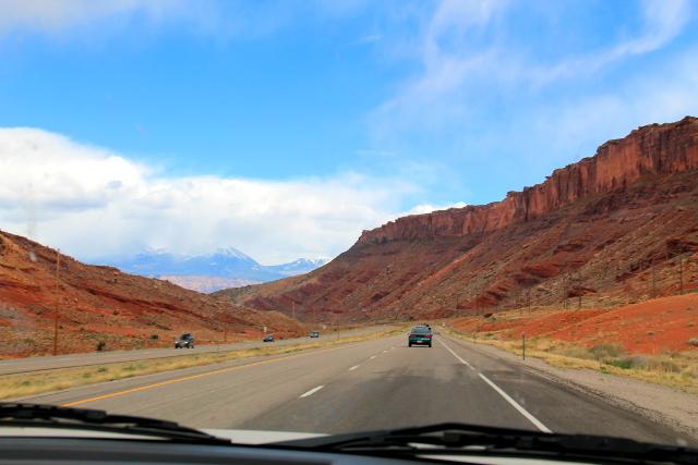 Tie Moabissa. Tämmöisessä laaksossa Moab sijaitsee.