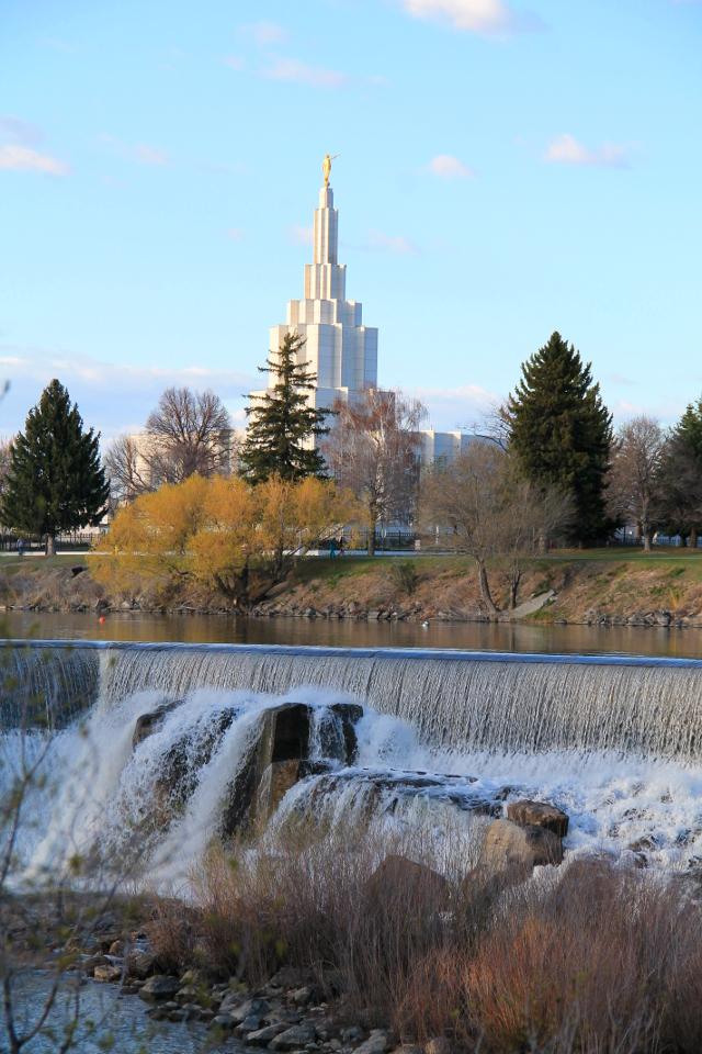 Idaho Fallsin putousten taustalla on aika hallitsevana mormonikirkko.