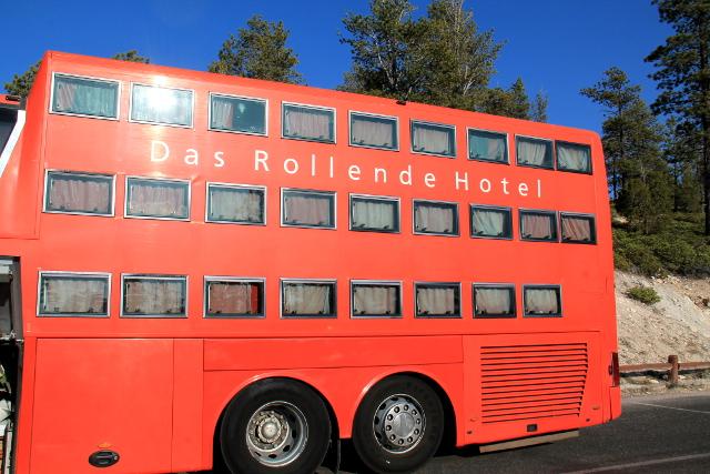 Olen muistaakseni Euroopassa nähnyt tämmöisen nukkumabussin. Tämä kuljetti saksalaisturisteja.