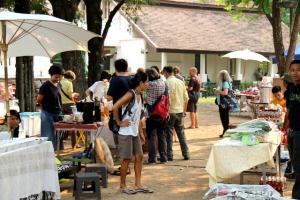 Farmers market Chiang Maissa oli vähän semmoinen ulkomaalaisille chiang mailaisille tehty juttu ruuhkaisten paikallistorien sijaan.