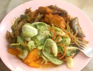 Penangin Georgetownissa on paljon kasvisravintoloita ja sain messevää buffetruokaa.