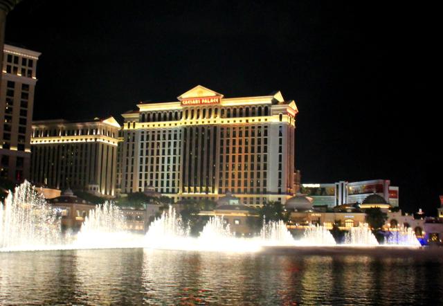 Ceasars Palacen suihkulähdeshow kuuluu joka Las Vegas -leffaan.