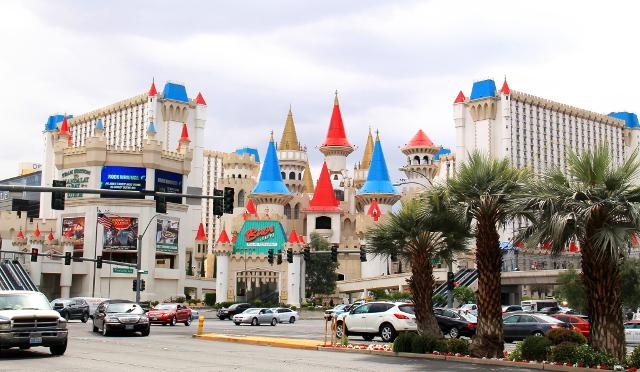 Excalibur-kasinohotelli on Disney-linnamainen.