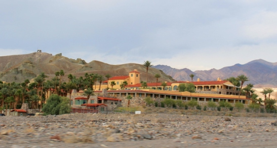 Furnace Creek Inn on keidas aavikolla.