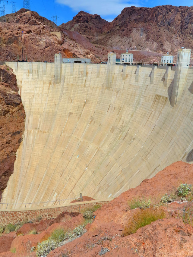 Hoover Damin seinämä.