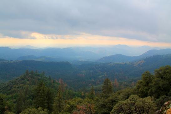Maisema Sequoian kansallipuiston pohjoisosassa.