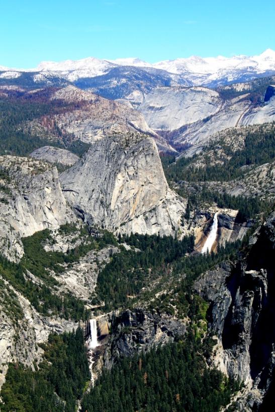 Nevada Falls ja Vernal Falls.