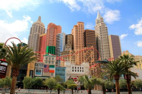 New York New York -kasinohotelli etelämpänä Las Vegas Boulevardilla.