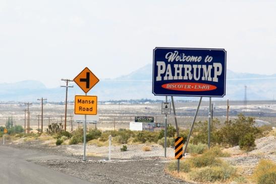 Piti ikuistaa Pahrump-nimisen kaupungin kyltti.