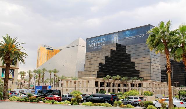 Luxor -kasinohotellin pyramidi se siellä.
