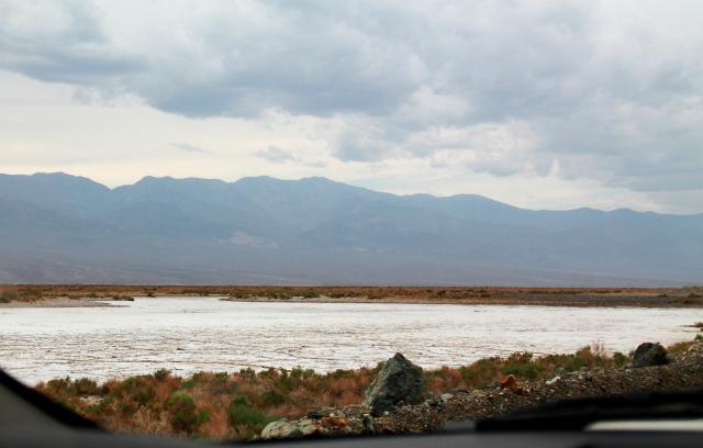 Suolajärvi. Eli ei vettä vaan valkoista suolaa.