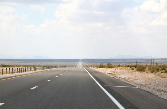 Nevadan puolelta löytyy hyvin tällaista loputtomia suoria teitä.