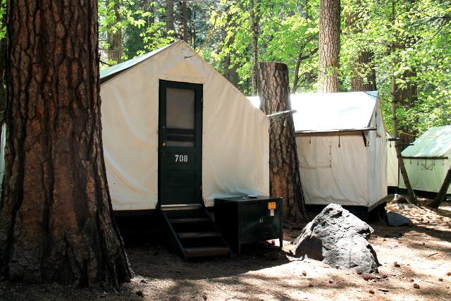 Tämmöistä telttamajoitusta olisi Yosemite Valleyssa, ei siinä mitään mutta kun kallis hinta.