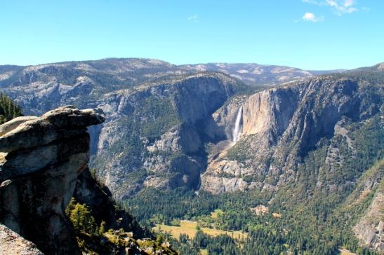 Yosemite Falls ja itsemurhanyppylä.