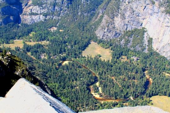 Yosemite Valley ylhäältä Glacier Pointilta katsottuna.