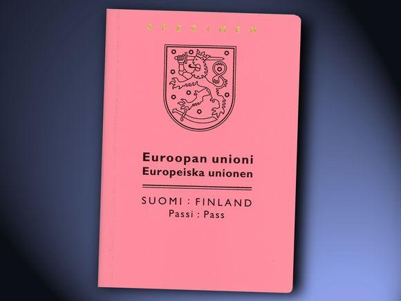 Sain väliaikaisen vaaleanpunaisen passin Bangkokin suurlähetystöstä. Kuva: Poliisihallitus