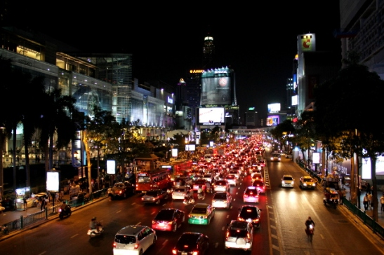 Bangkokin liikennettä.