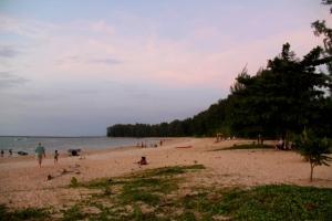 Nai Yangin ranta pohjoiseen.