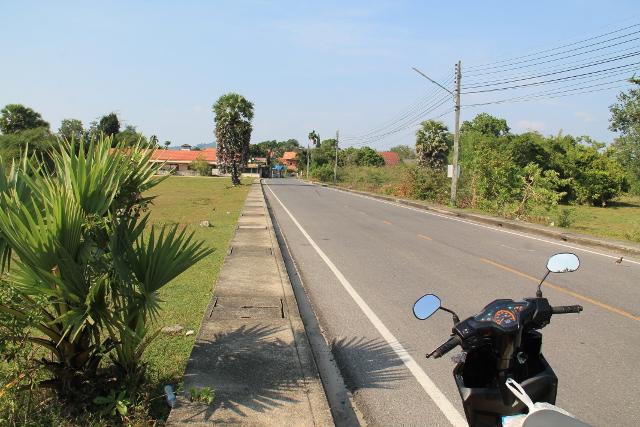 Hiljainen tie Pohjois-Phuketissa.